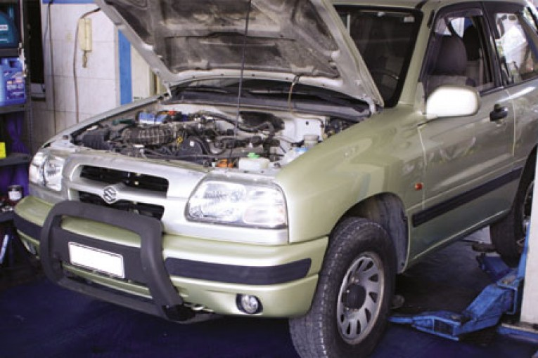 fit a clutch on a Suzuki Grand Vitara - Professional Motor ...