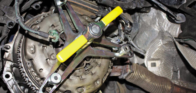 How to replace a clutch on a Renault Laguna