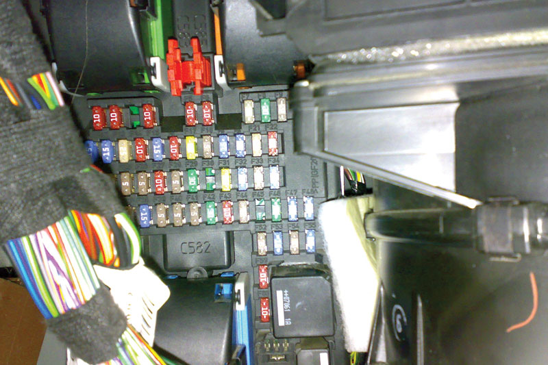 fuse box on 2004 range rover land    rover        remote not locking unlocking professional  land    rover        remote not locking unlocking professional