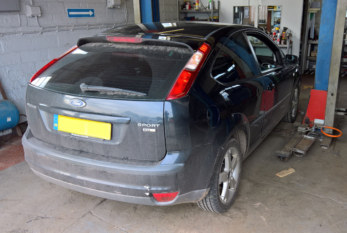 How to Fit a Clutch on a Ford Focus