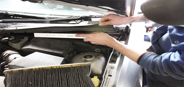 how to replace a cabin air filter on a ford focus - professional