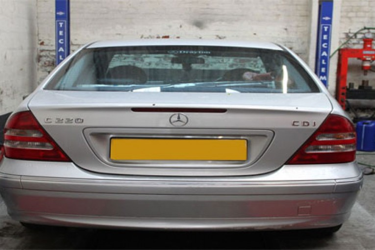 How to change a clutch on a Mercedes C Class - Professional