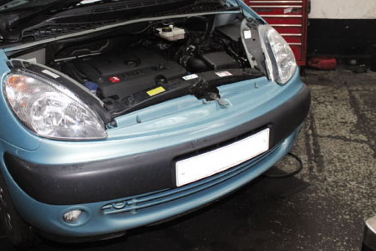 How to change a clutch on a Citroen Xsara Picasso - Professional ...