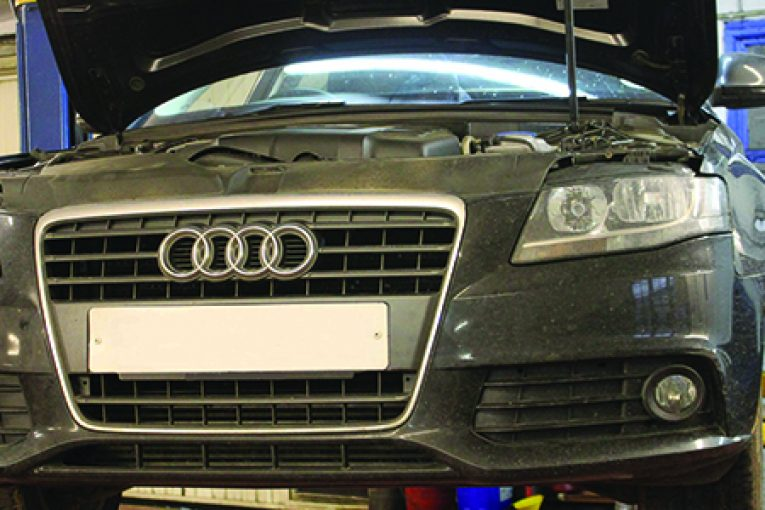 How to replace a cambelt on an Audi A4 - Professional Motor Mechanic