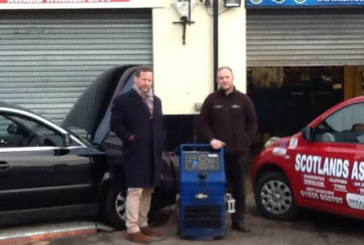 MP Ed Vaizey gives vehicle the TerraClean service