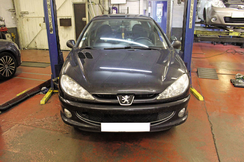 How to fit a timing belt on a Peugeot 206 - Professional