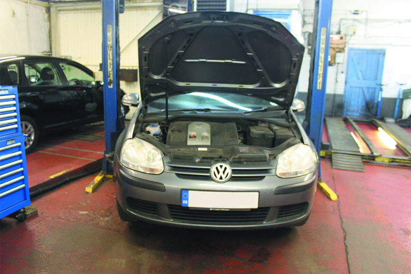 How to Fit a Clutch on a VW Golf - Professional Motor Mechanic