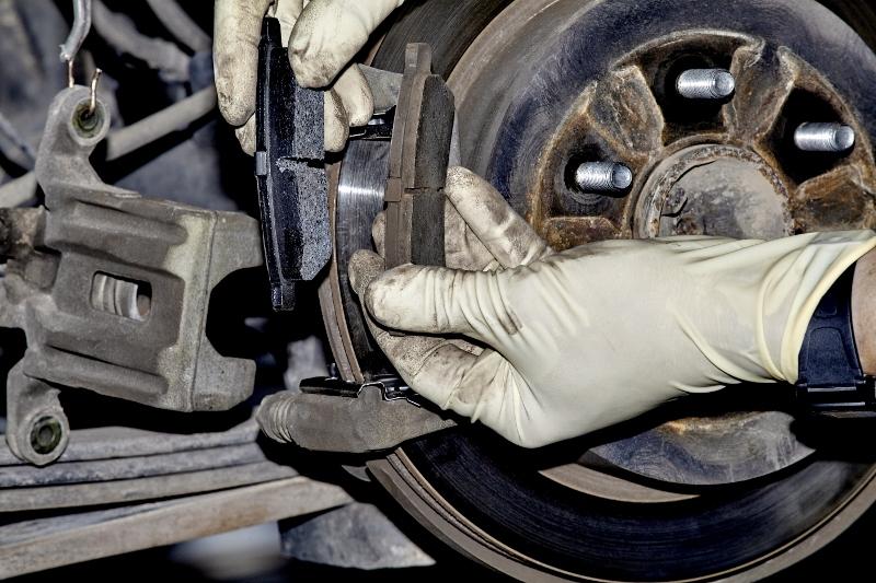 brake pad braking issues professional motor mechanic. Black Bedroom Furniture Sets. Home Design Ideas
