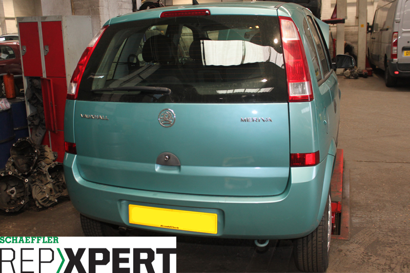 How to Replace the Clutch on a Vauxhall Meriva