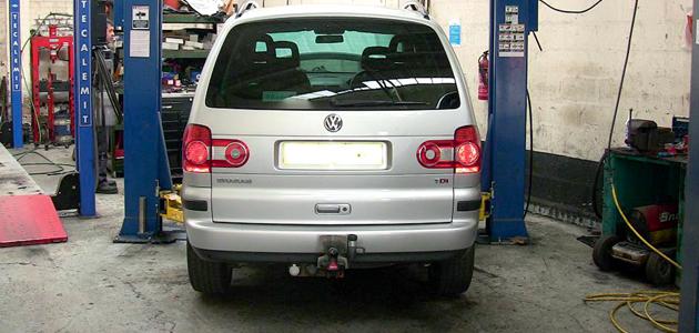 Clutch Replacement - VW Sharan 1 9 TDI - Professional Motor